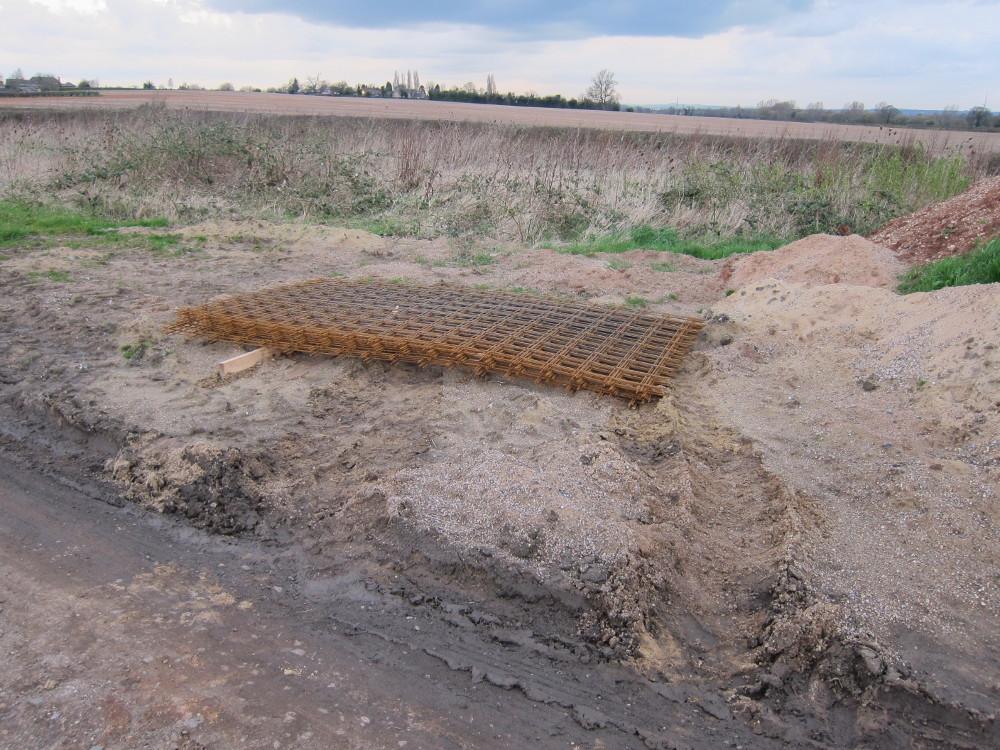 Steel reinforcing mesh for concrete floor slab