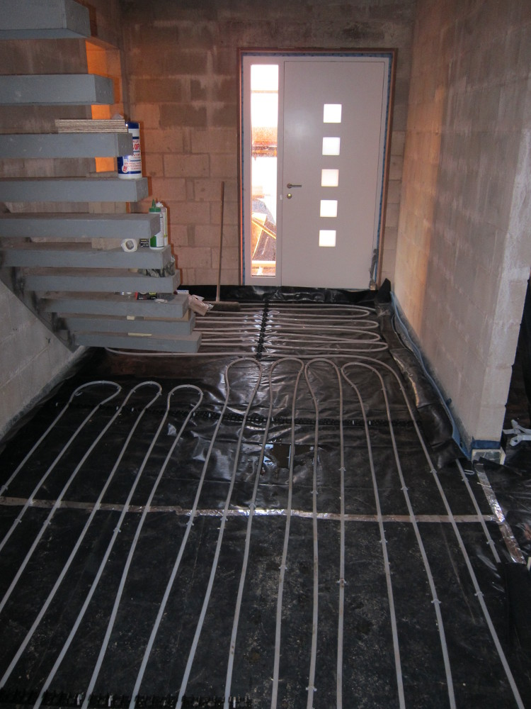 Completed Underfloor Heating pipework in Hallway