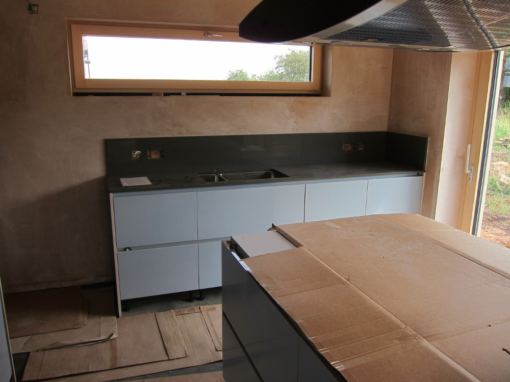 Worktop and splash-back for kitchen sink units