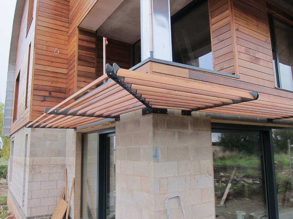 Cedar boards of solar shading treated with Osmo oil